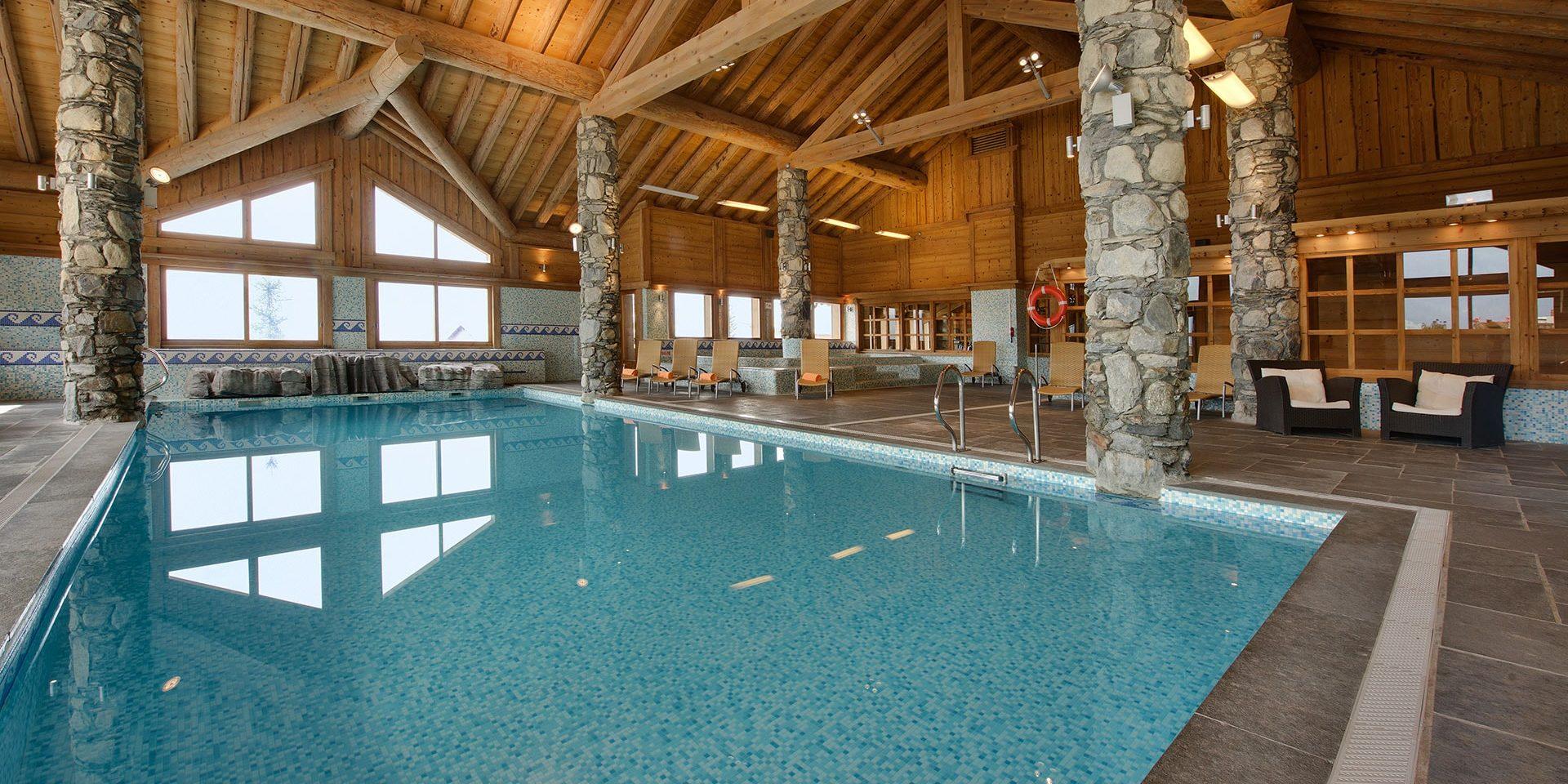 CGH Oree des Cimes Vallandry Paradiski Frankrijk wintersport skivakantie luxe zwembad zwemmen ontspannen jacuzzi bubbelbad ligstoelen wellness relaxen na skiën