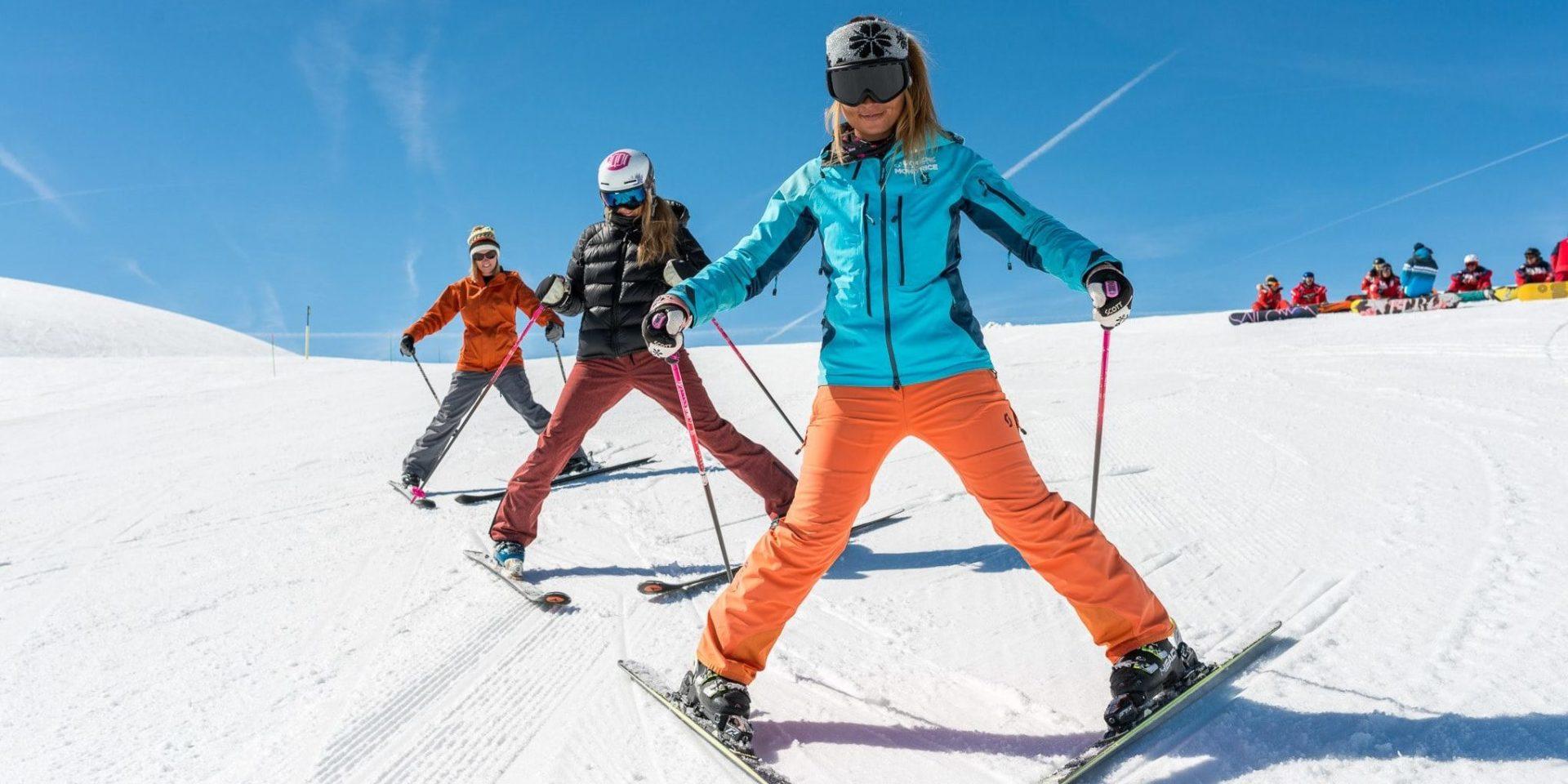 Skiles wintersport skivakantie luxe meiden skiën sneeuw groep Frankrijk Oostenrijk Zwitserland