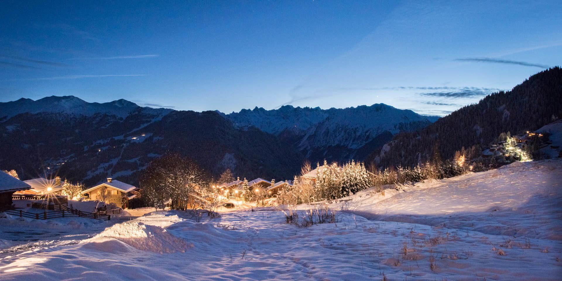 Chalet Rock Verbier Les 4 Vallees Zwitserland wintersport skivakantie luxe uitzicht sneeuw besneeuwde bomen bergen lichtjes
