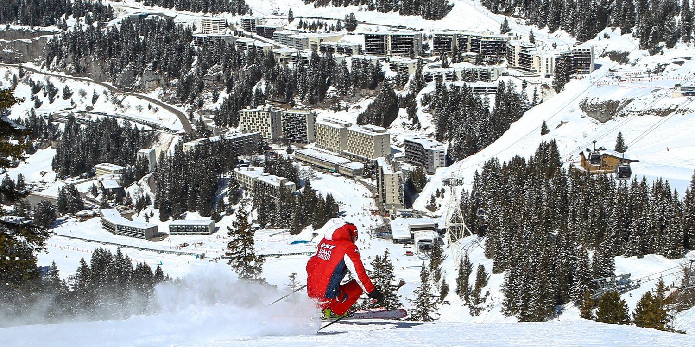 Flaine Le Grand Massif Frankrijk wintersport skivakantie luxe skier dorp bergen bomen sneeuw