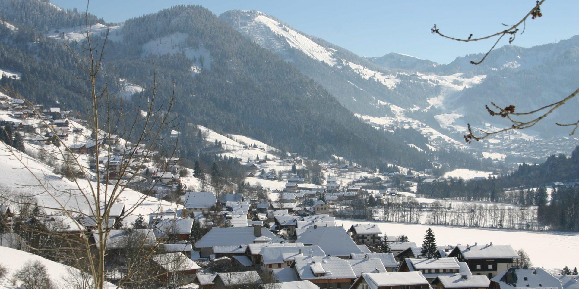 La Chapelle d'Abondance Les Portes du Soleil Frankrijk wintersport skivakantie luxe dorp bomen bergen sneeuw