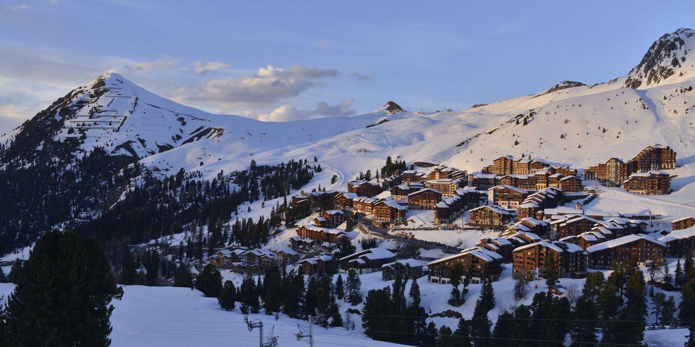 La Plagne Paradiski Frankrijk wintersport skivakantie luxe dorp bergen bomen sneeuw