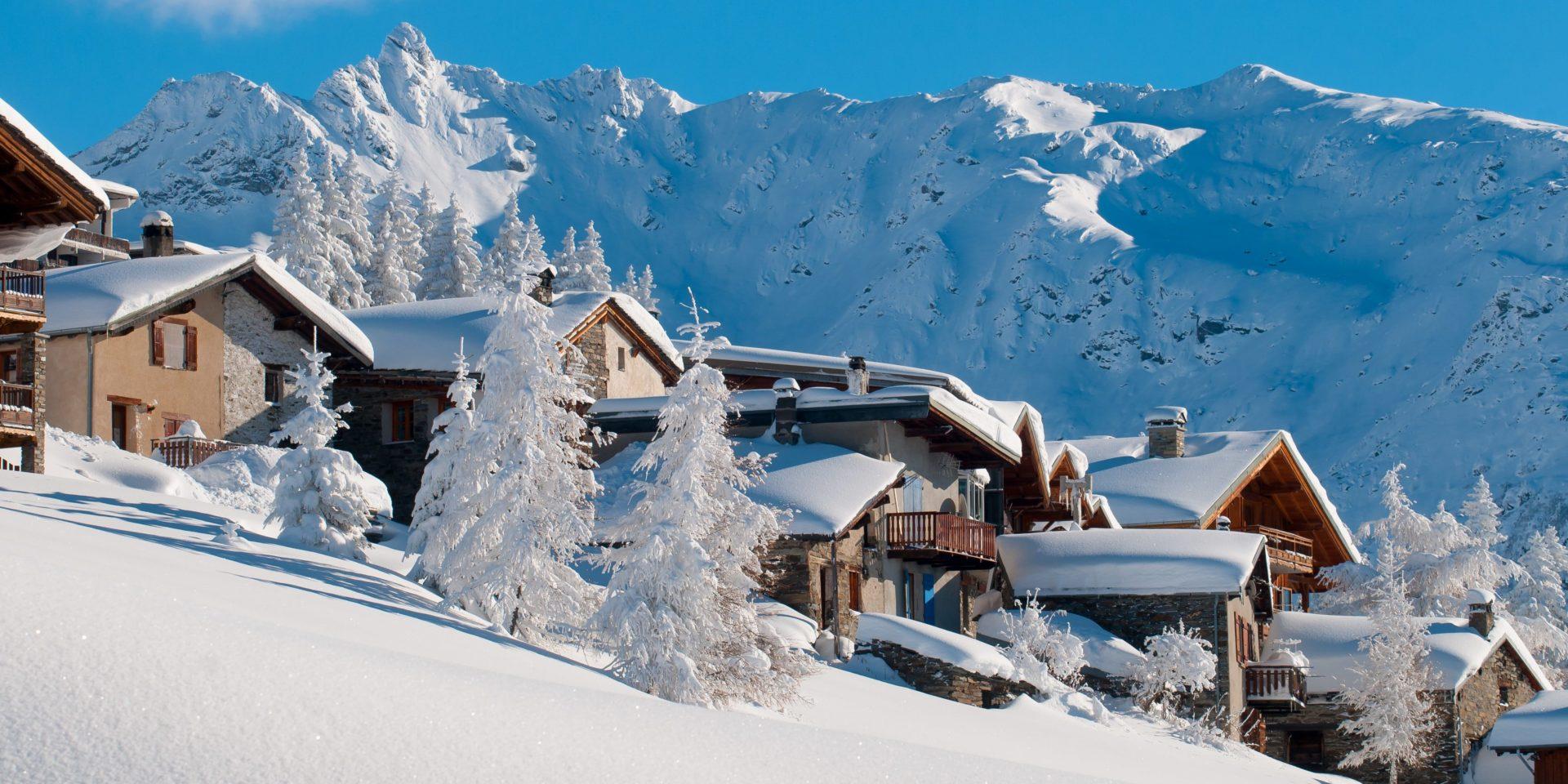 La Rosiere Espace San Bernardo Frankrijk wintersport skivakantie luxe dorp bergen sneeuw besneeuwde bomen