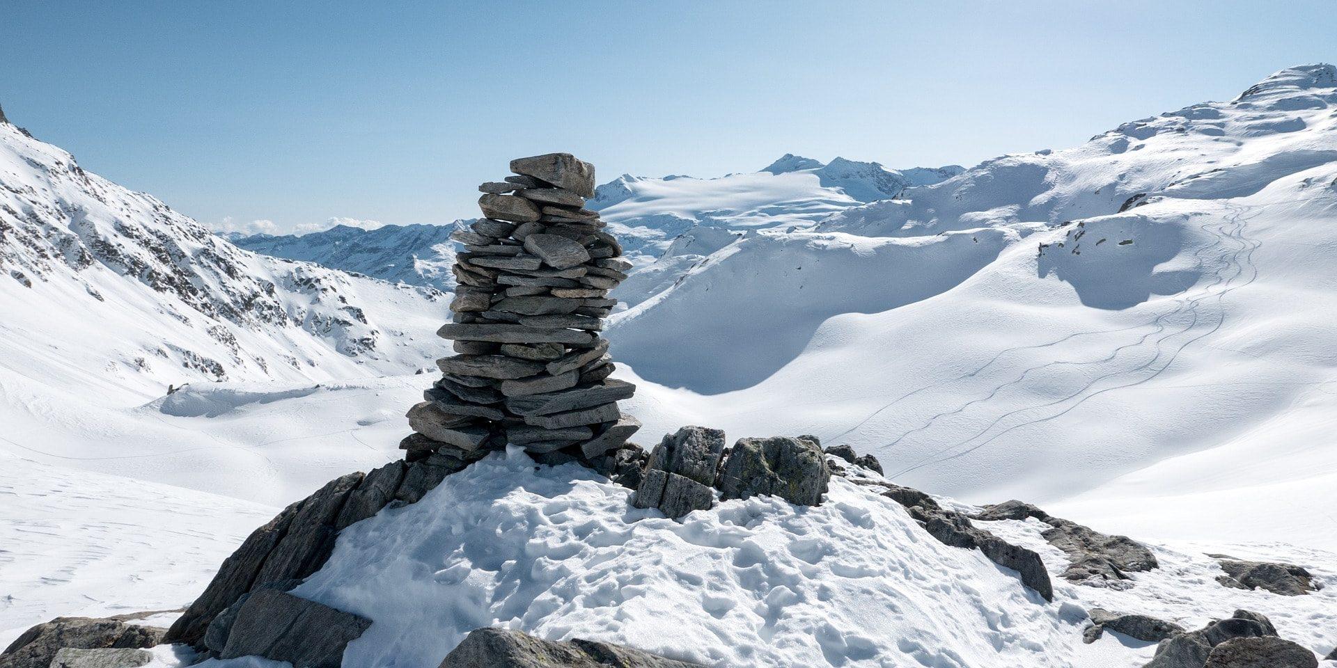 Landschap Zwitserland wintersport skivakantie luxe gestapelde stenen bergen sneeuw