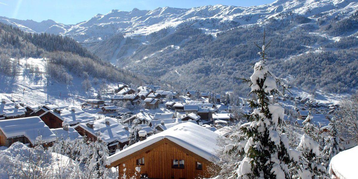 Meribel Les 3 Vallees Frankrijk wintersport skivakantie luxe dorp bergen sneeuw besneeuwde bomen