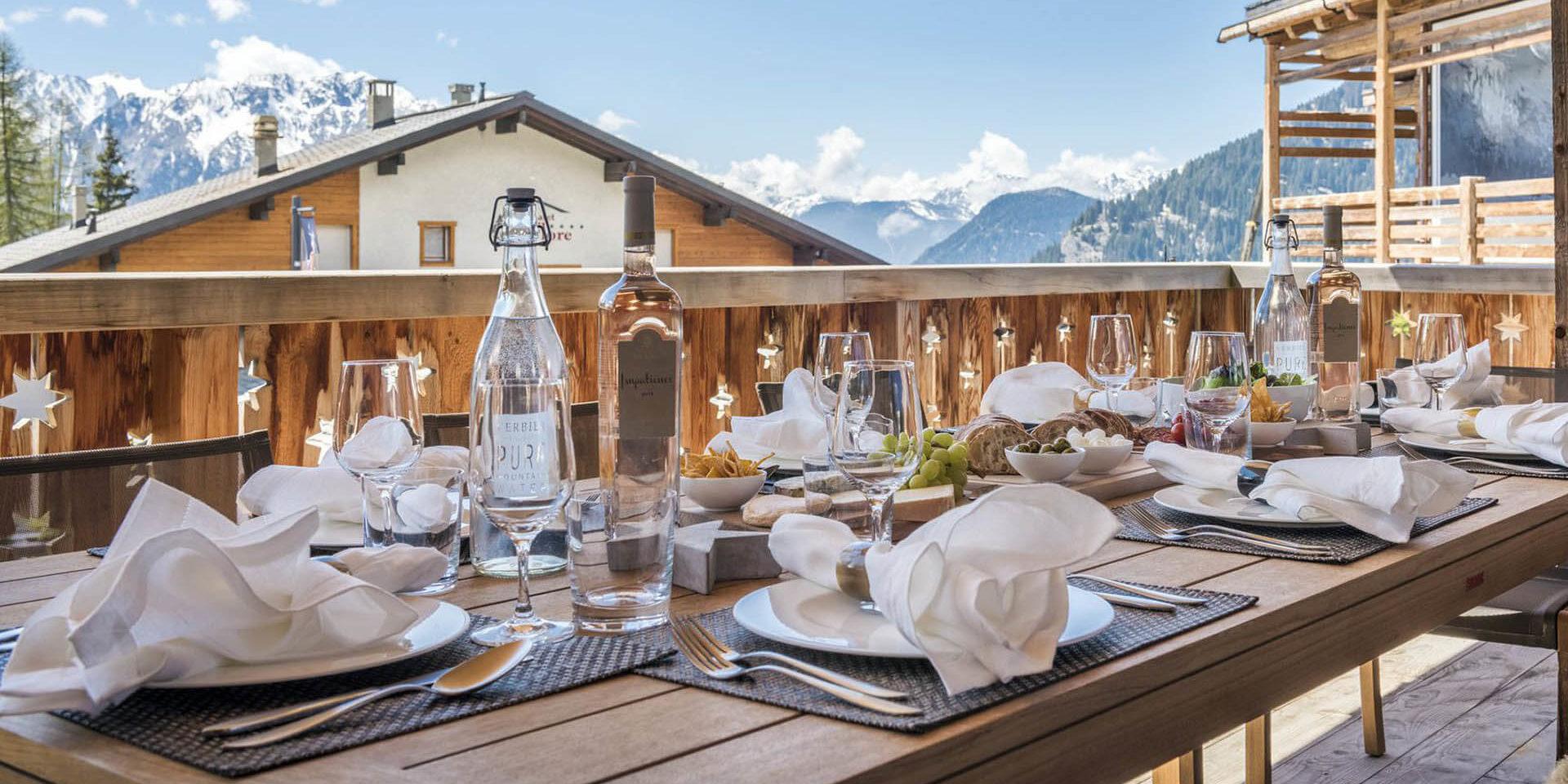 Appartement Rosalp 4 Verbier Les 4 Vallees Zwitserland wintersport skivakantie luxe groot terras zonnig gedekte tafel uitzicht sneeuw bergen