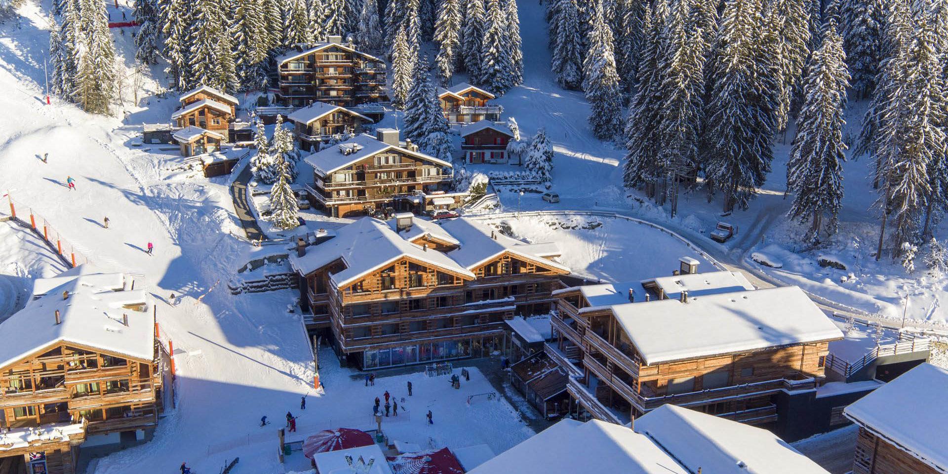 Appartement Place Blanche 2 Verbier Les 4 Vallees Zwitserland wintersport skivakantie luxe ligging appartement bomen sneeuw besneeuwde daken