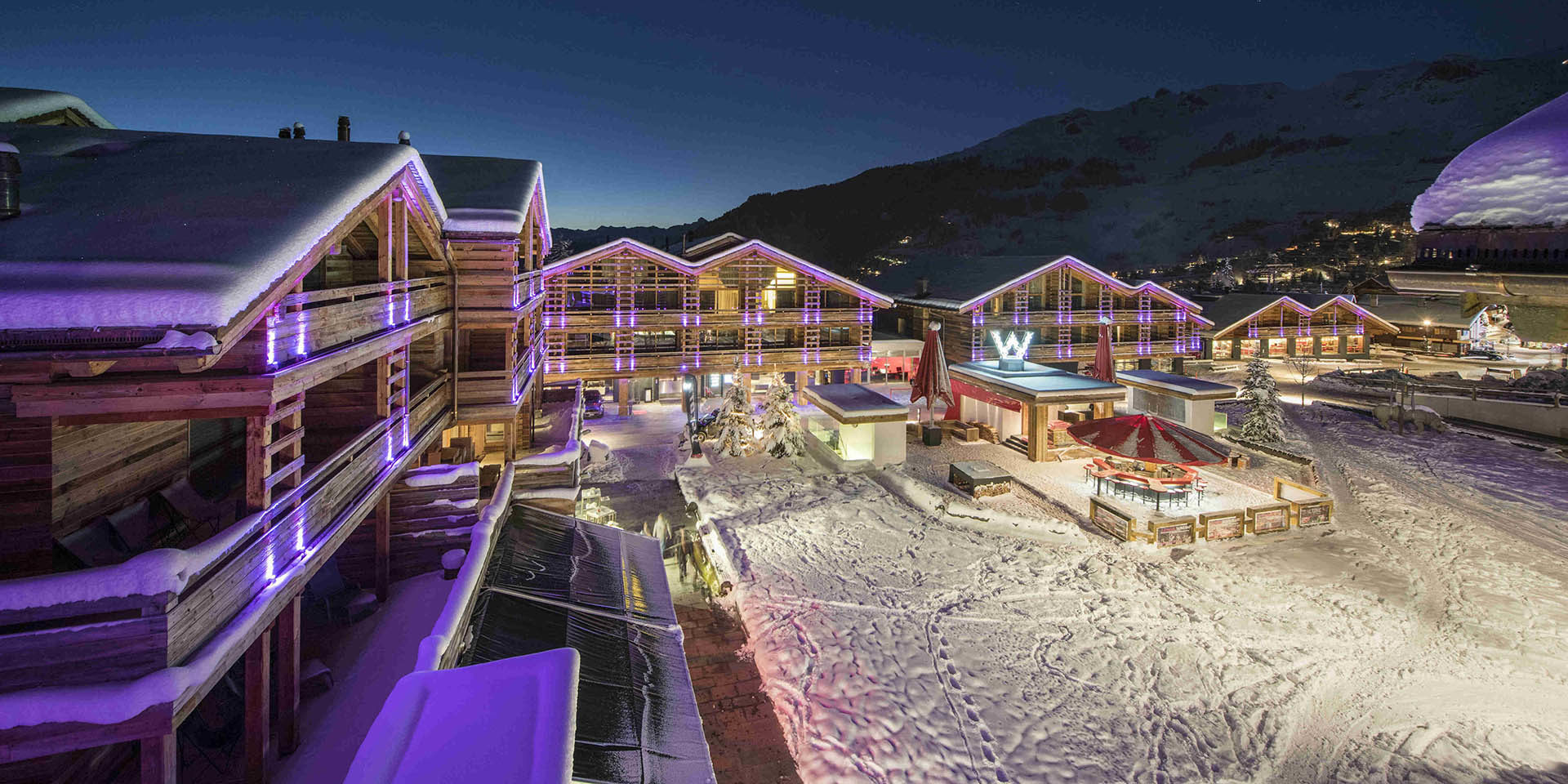 Appartement Place Blanche 2 Verbier Les 4 Vallees Zwitserland wintersport skivakantie luxe uitzicht dorpsplein sneeuw bergen verlichting