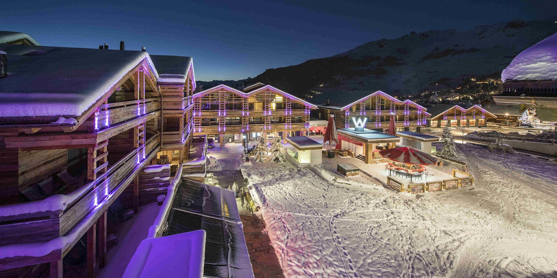 Appartement Place Blanche Verbier Les 4 Vallees Zwitserland wintersport skivakantie luxe uitzicht doprsplein sneeuw verlichting bergen
