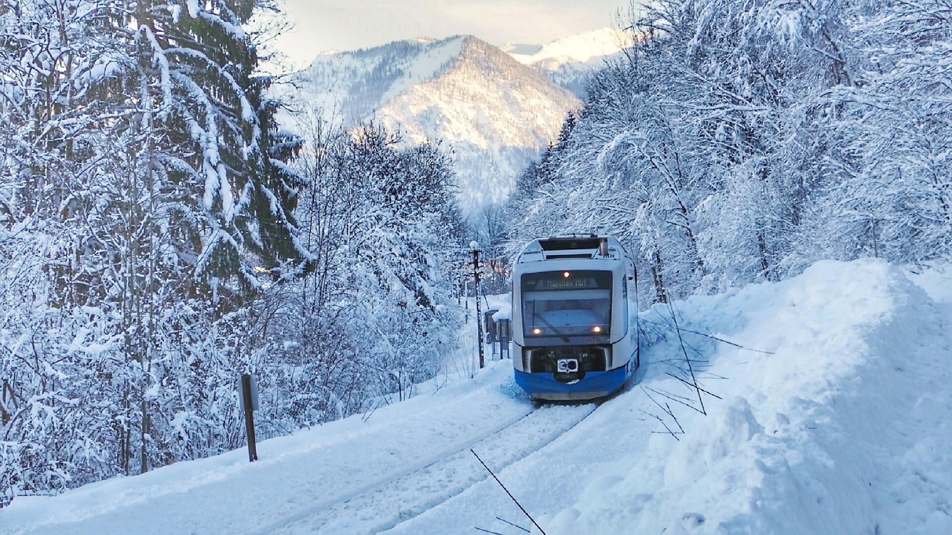 Trein sneeuw wintersportdeluxe